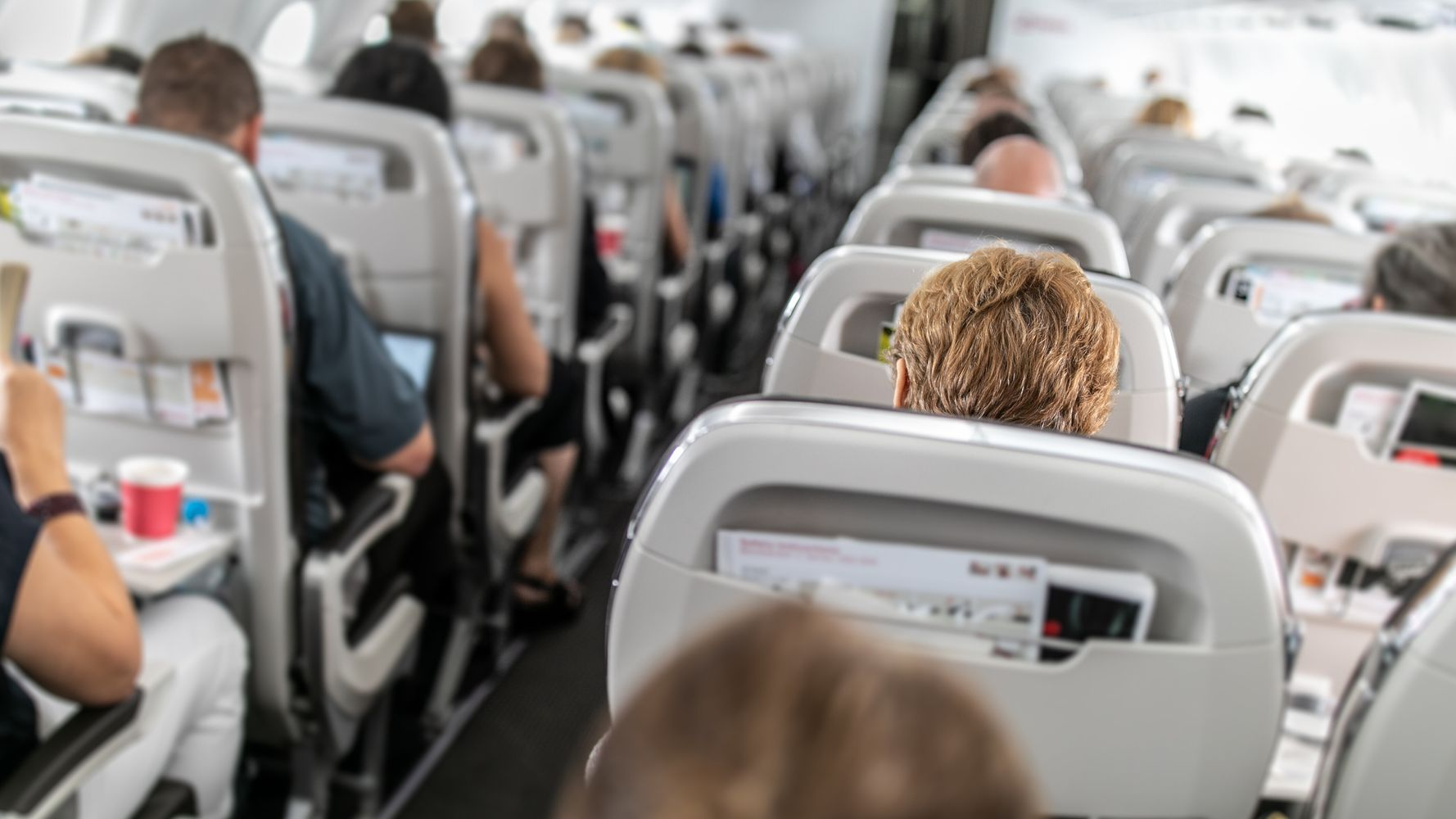 A GIF About How A Virus Can Spread On A Plane Is Freaking Everyone Out
