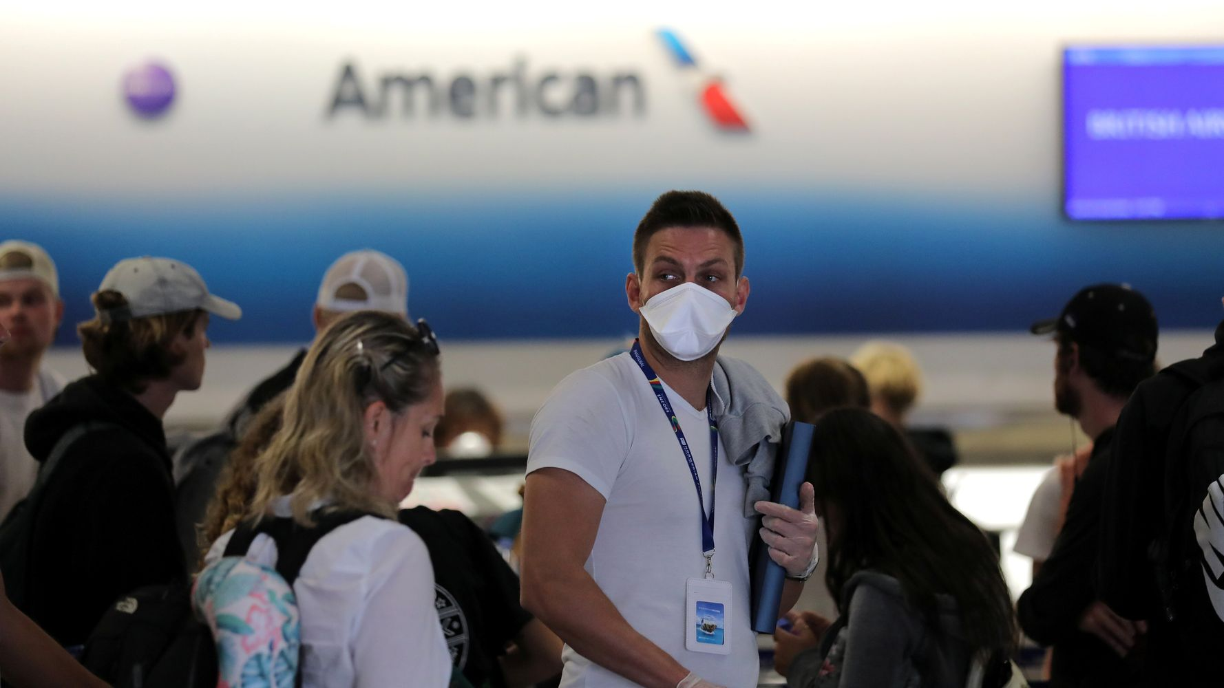Don't Force Passengers To Wear Masks, U.S. Airlines Tell Crews Amid Pandemic